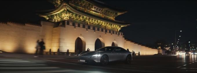 페라리가 새로운 GT '페라리 로마'의 글로벌 캠페인 '라 누오바 돌체 비타'의 올해 마지막 시리즈로서 서울에서 촬영된 영상을 공개했다. /사진제공=페라리