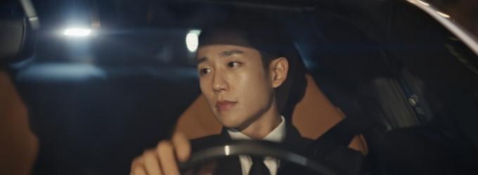 배우 정해인은 달콤한 인생은 지금 이 순간이며 언제나 닿을 수 있는 거리에 있다고 말한다. /사진제공=페라리
