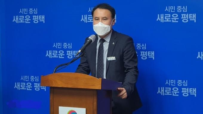 평택시가 민간업체에서 추진중에 있는 '청북 어연·한산 산업단지 내 폐기물 소각장 건립'과 관련해 21일 언론브리핑을 열고 청북 폐기물처리시설에서는 '의료폐기물 처리할 수 없다'고 강조했다. / 사진제공=평택시