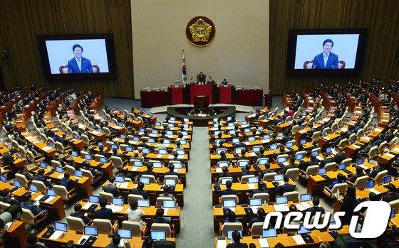 내년 국회의원 연봉이 약 1억5000만인 것으로 드러나면서 국회의원수당법 개정에 대한 요구가 커지고 있다. 사진은 서울 여의도 국회 본회의장. /사진=뉴스1