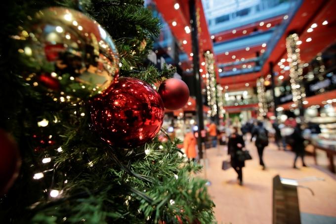 유럽 국가들이 크리스마스를 앞두고 집합금지명령을 내렸다. 사진은 독일 베를린 한 쇼핑몰의 모습. /사진=로이터