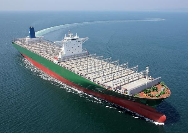 현대중공업이 그리스 에네셀에 인도한 1만 3800TEU급 초대형 컨테이너선. /사진=한국조선해양