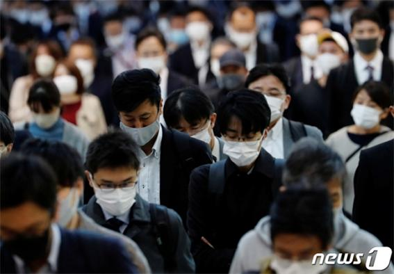 지난 25일 일본에서 코로나19 확진자가 최대치를 기록한 데 이어 변종 코로나까지 발견됐다./사진=로이터