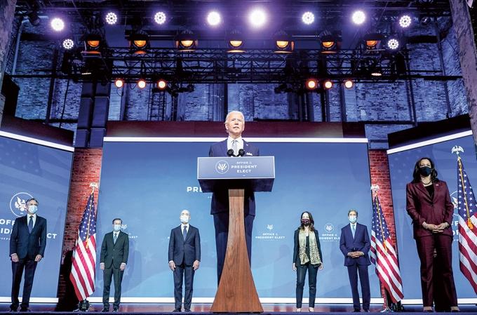 지난해 11월24일(현지시간) 미국 델라웨어 윌밍턴 퀸 극장에서 조 바이든 대통령 당선인이 첫번째 내각 인선으로 동맹과의 관계를 강화할 외교·안보팀을 공식 발표했다. / 사진=로이터