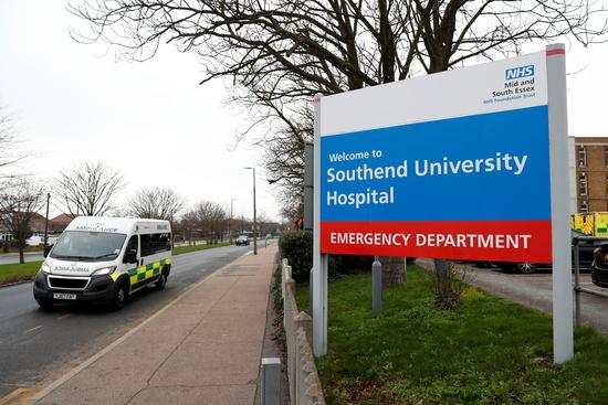 영국의 사우스엔드-온-시(Southend-On-Sea) 병원 밖에서 구급차가 촬영되고 있다./사진=로이터