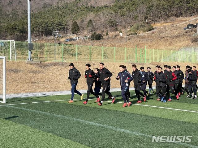 (재)김포FC(이사장 정하영)가 2021년 시즌 대비를 위해 지난 11일부터 39박 40일 일정으로 경남 남해군에서 선수단 동계 전지훈련에 돌입했다고 12일 밝혔다. / 사진제공=김포FC
