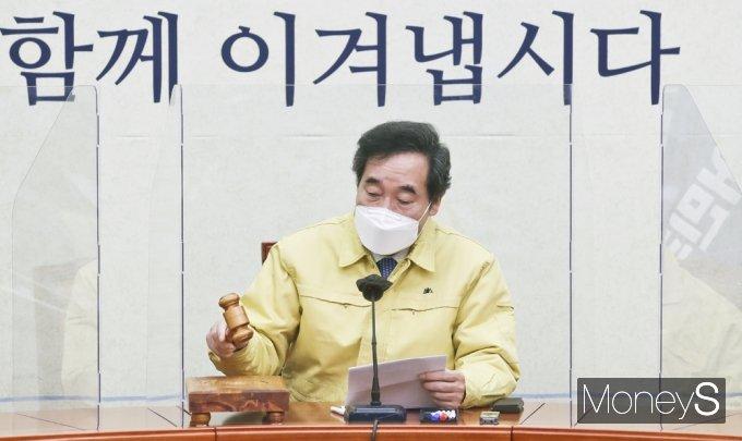 [머니S포토] 탕탕탕! 최고위 주재하는 '이낙연' 대표
