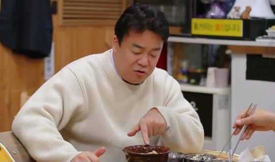 요리연구가 백종원이 시식 중 고기를 뱉어 이목이 집주됐다. /사진=SBS 제공
