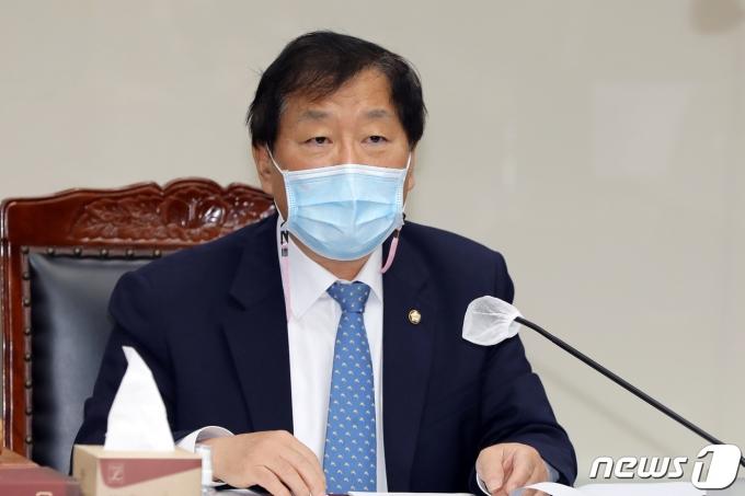윤후덕 기획재정위원장. 2020.10.20/뉴스1 © News1 황희규 기자