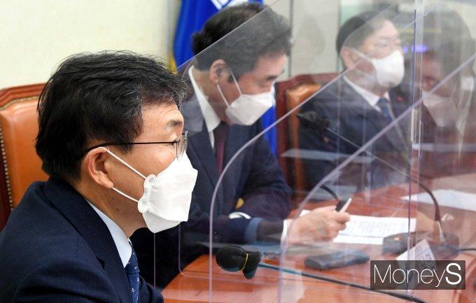 [머니S포토] 국난극복점검회의서 발언하는 권덕철 보건복지부장관