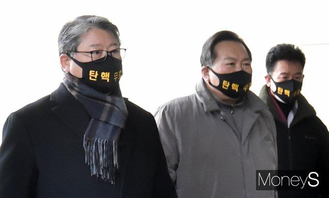 [머니S포토] 조원진 대표, 박근혜 재상고심 대법 선고 참석