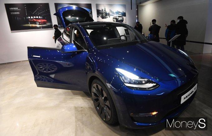 테슬라 코리아가 13일 서울 영등포구 롯데백화점 영등포점 1층 테슬라 갤러리에서 전기 SUV 두번째 모델인 '테슬라 Model Y'가 국내 최초 공개했다. /사진=장동규 기자