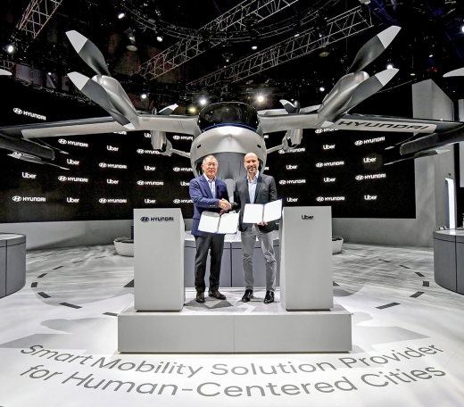 현대자동차가 UAM 사업에 진출하며 관련 기술 개발에 속도를 높이고 있다. 사진은 지난해 1월 열린 2020 CES에서 콘셉트 모델인 'S-A1'의 공개 장면./사진=현대자동차