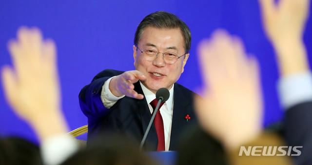 '집권 5년차' 문 대통령, 내일 신년 기자회견… 주고받을 내용은?