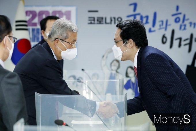 [머니S포토] 최대집 회장 만난 김종인 비상대책위원장