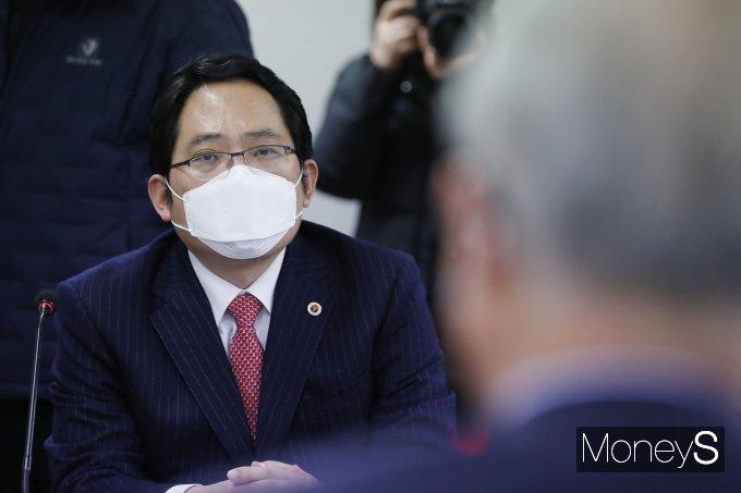 [머니S포토] 김종인 위원장 발언 경청하는 최대집 대한의사협회 회장