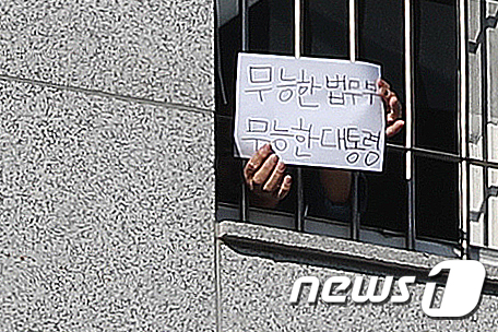 마스크·눈물·정은경·전광훈·백신…'코로나 1년' 결정적 장면은?