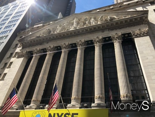 [뉴욕증시] 소비지표 부진에 주요 지수 하락··· 다우, 0.57% 내려