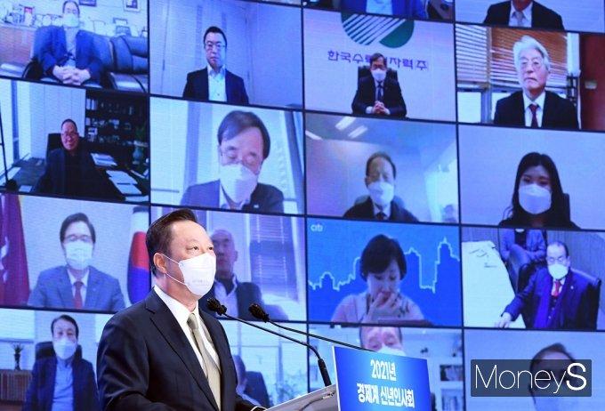 """박용만, 8년 만에 입 열었다… """"이재용 선처"""" 탄원서 제출"""