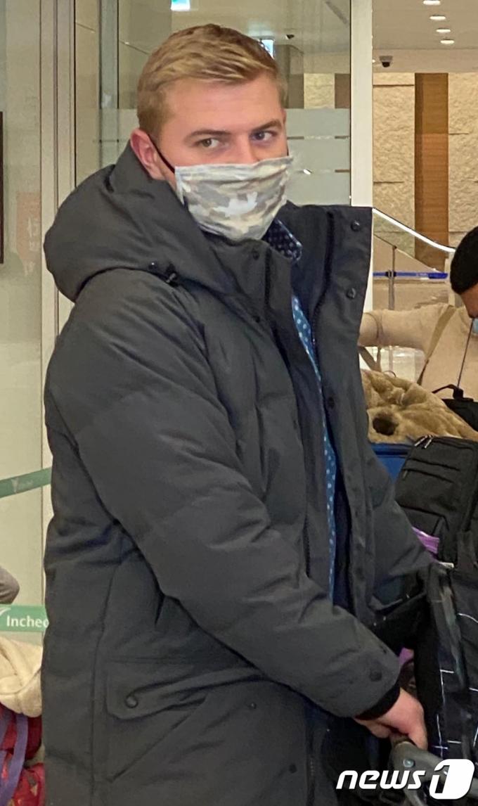 [사진] SK 와이번스 새 외국인 선수 아트 르위키 인천공항 입국