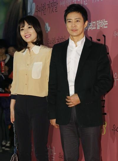 '살림남2'에 출연 중인 배우 하희라가 유산 경험을 고백했다. 사진은 배우 하희라(왼쪽), 최수종 부부가 한 영화 시사회에 참석한 모습. /사진=뉴스1