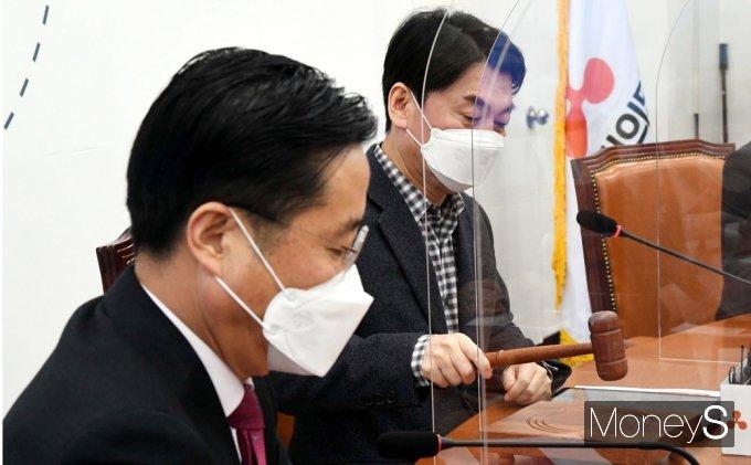 [머니S포토] 69차 최고위 주재하는 안철수 대표
