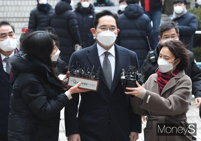 이재용, '국정농단 파기환송심' 징역 2년6월… 법정구속