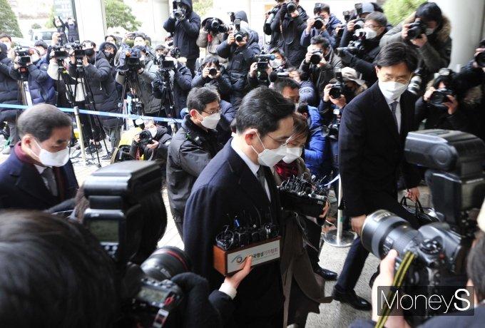 [머니S포토] '국정농단' 이재용, 징역2년 6개월 법정구속