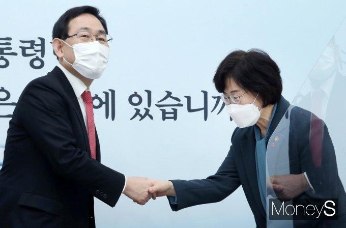 [머니S포토] 주호영 국민의힘 원내대표, 정영애 여가부 장관 접견