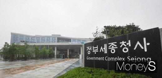 """정부 """"양도세 완화 절대 안돼""""… 부동산정책 성과 발표"""