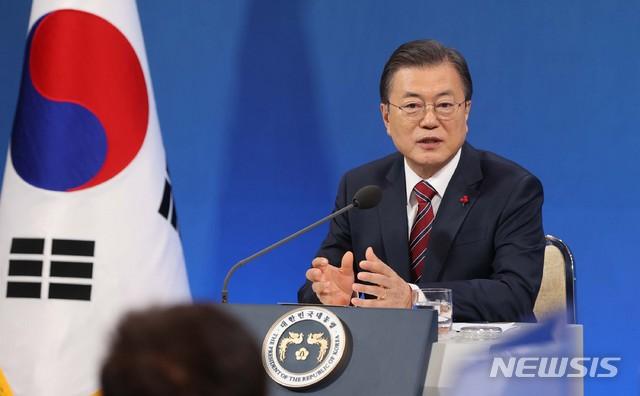 문재인 대통령은 18일 청와대 춘추관에서 열린 '2021년 신년 기자회견'에서 부동산대책에 대해 안정화에 성공하지 못했다고 진단하고 특단의 공급대책을 마련하겠다고 했다. /사진=뉴시스