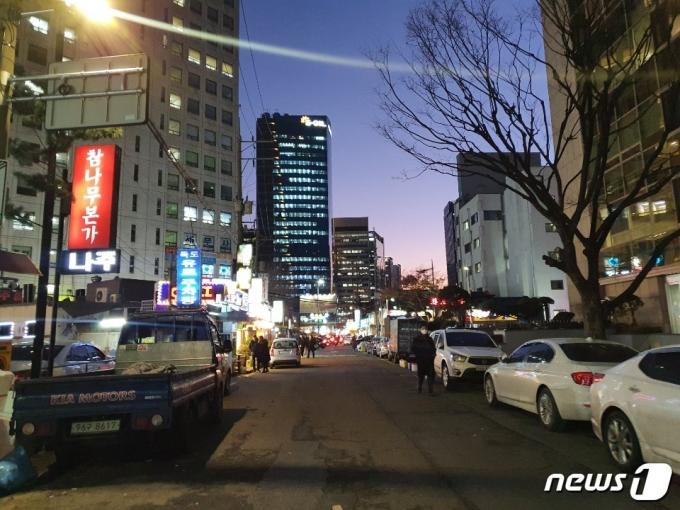 18일 오후 서울 마포구 한 번화가의 모습 © 뉴스1/정혜민 기자