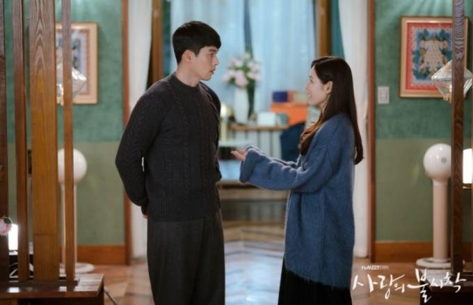 남한의 재벌 상속녀와 북한 장교의 사랑을 그린 tvN 드라마 '사랑의 불시착'이 글로벌 인기를 끌 수 있었던 배경으로 온라인동영상서비스(OTT) '넷플릭스'가 지목됐다. /사진제공=tvN