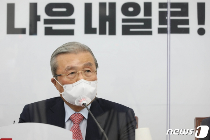김종인 국민의힘 비상대책위원장이 19일 안철수 국민의당 대표의 원샷 경선 제안에 대해 거부의 뜻을 밝혔다. /사진=뉴스1