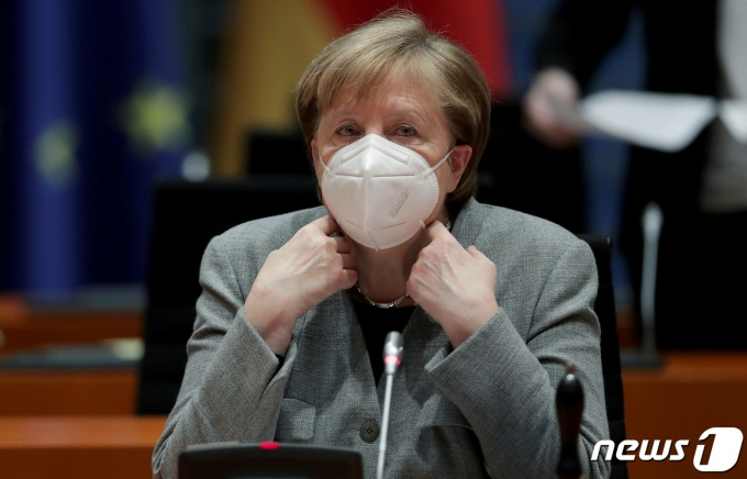 마스크를 쓴 앙겔라 메르켈 독일 총리. © 로이터=뉴스1