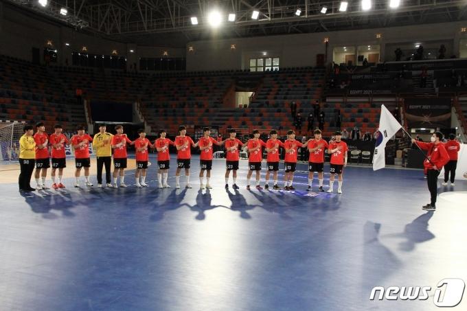 세계선수권서 예선탈락한 한국 남자핸드볼팀은 하위 순위결정전을 이어간다. (대한핸드볼연맹 제공)© 뉴스1
