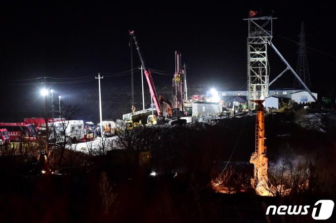 중국 산둥성 치샤 금광 폭발사고 구조현장 모습. © 로이터=뉴스1 © News1 최서윤 기자