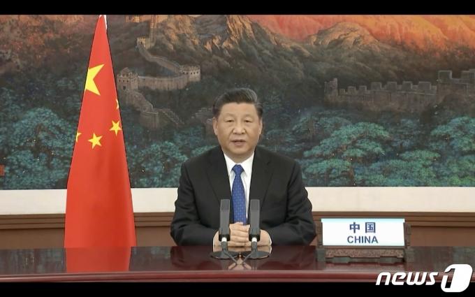시진핑 중국 국가주석이 제네바의 WHO 최고 의사결정기구인 제73차 세계보건총회(WHA) 화상회의 개막식에서 연설을 통해 코로나19는 WHO 주도로 조사하는 방안을 지지한다고 밝히고 있다. © AFP=뉴스1 © News1 우동명 기자