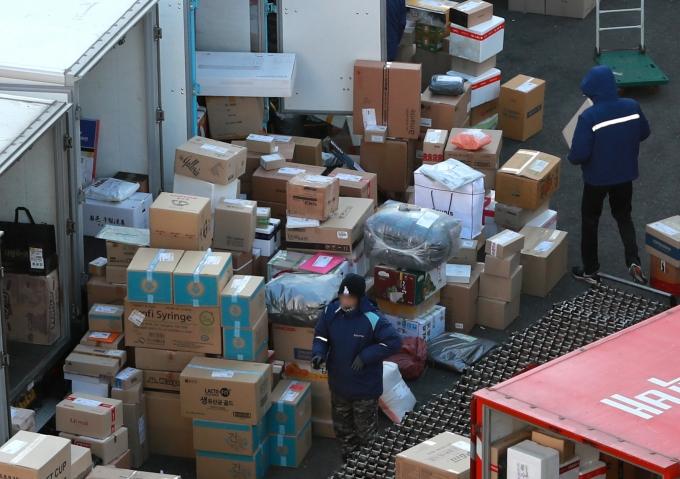 택배노조는 20일부터 이틀 동안 총파업 찬반투표를 진행한다./사진=뉴스1