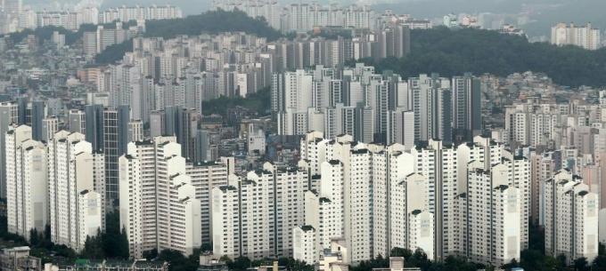 한국부동산원 집계에 따르면 지난해 서울 아파트 매매 시장에서 30대가 3만1372건을 매입해 33.5% 비중을 차지했다. 전 연령대 가운데 가장 높은 비중이었다. /사진=머니투데이