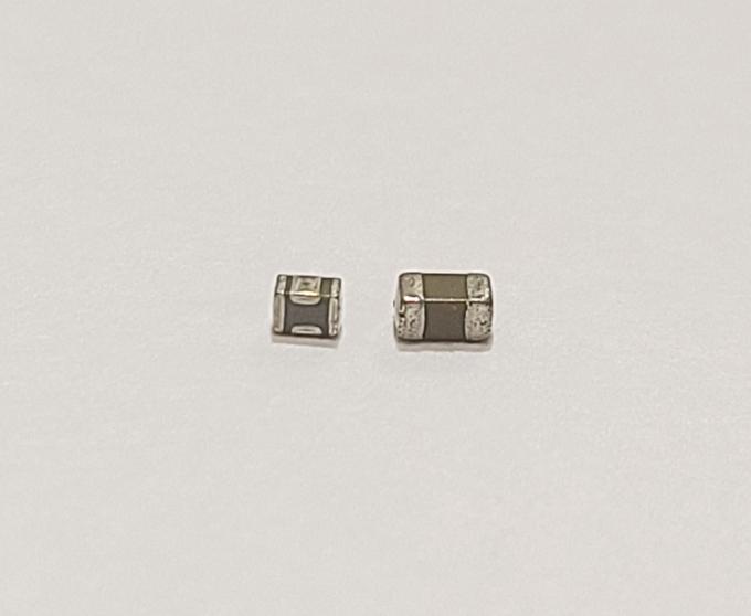 삼성전기 3단자 MLCC(왼쪽)와 일반 MLCC. / 사진=삼성전기