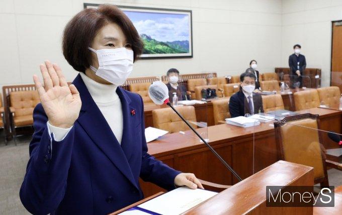 [머니S포토] 한정애 장관 후보자 청문회, '가덕도·탄소중립' 정책검증