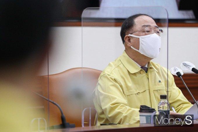 """[머니S포토] 홍남기 """"정책금융 500조원…소상공인·중기 302조 투입"""""""