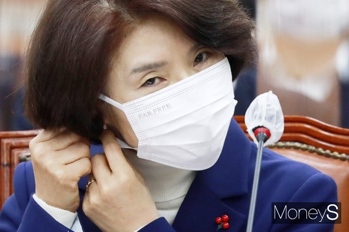 [머니S포토] 환경 장관 후보 청문회 참석한 '한정애'