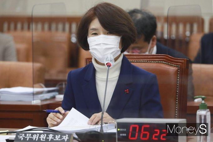 한정애 환경부 장관 후보자가 20일 국회에서 열린 인사청문회에서 의원들의 질의를 경청하고 있다. /사진=임한별 기자
