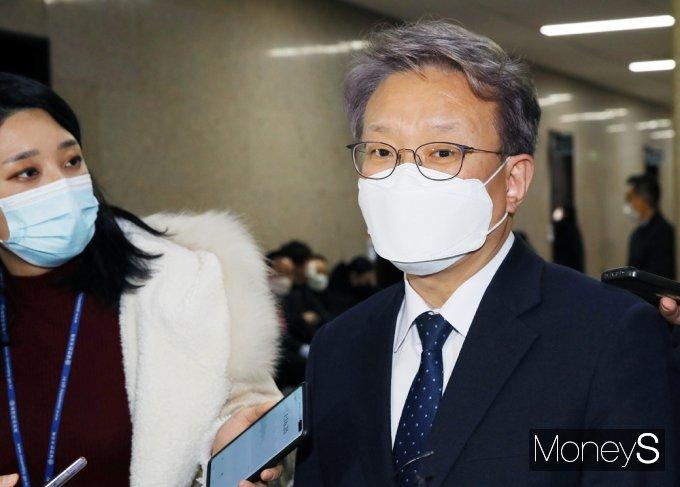 [머니S포토] 중기부 장관 내정 소감 전하는 권칠승 의원
