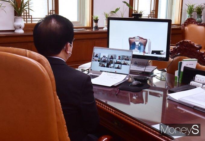 [머니S포토] 이종석 자문위원장 인사말 경청하는 박병석 국회의장