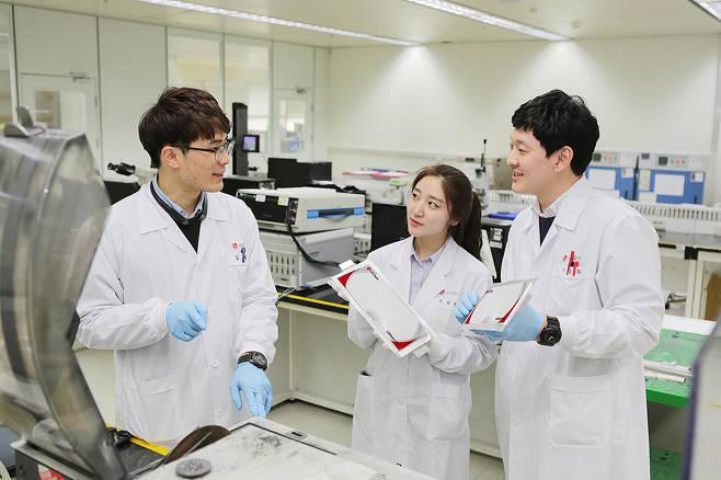 LG에너지솔루션이 지난해 1~11월 중국을 제외한 글로벌 전기차배터리 시장에서 파나소닉에 이어 2위를 차지했다. /사진=LG에너지솔루션
