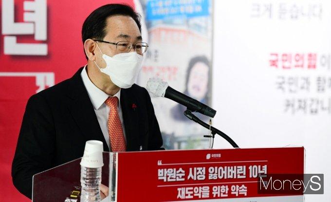 [머니S포토] 잃어버린 10년 발표회, 인사말 전하는 '주호영'