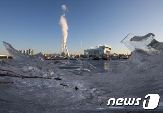 목요일인 21일 내륙에 유입된 따뜻한 남서풍 영향으로 기온이 평년 수준을 회복하면서 한파가 물러나겠다. /사진=뉴스1